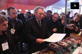 François Bayrou lit la dédicace de Tarek